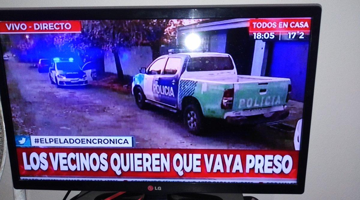 Mató a la perrita del barrio #elpeladodecronica #asesino #cronicaenvivo #leysarmiento #difundi #quevayapreso #justicia #sadico #bsas #Tendencia #codigopenal #penasmasduras #cronicahd #animales #derechoanimalpic.twitter.com/mbCPJkEkEl