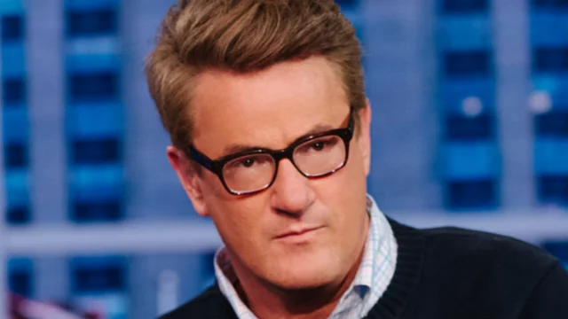"""Twitter """"deeply sorry"""" about Trump's tweets on Scarborough late intern, but won't remove https://t.co/N6UuiUyN6e https://t.co/e2tk4tYIuS"""