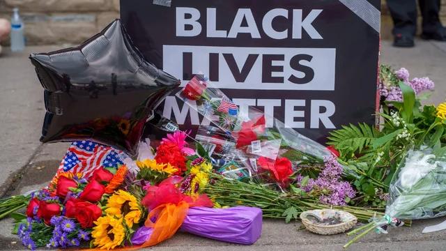 Four Minneapolis officers involved in death of unarmed black man, George Floyd, fired https://t.co/6edgFmljbK https://t.co/XV3yHIIaD8