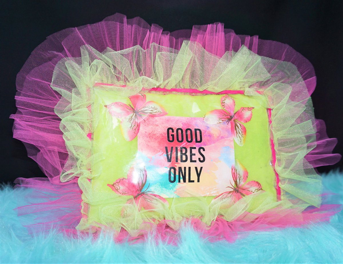 """""""Good Vibes Only"""" Pillow: https://www.iamnyanyacouture.com/ #nyanyacouture #goodvibes #goodvibesonly #goodvibess #goodvibesgoodlife #goodvibeschallenge #interiordesign #interiordesigner #interiordesigninspo #interiordesignlovers #interiordesignerlife #pillowchallenge #pillow #pillowtalkpic.twitter.com/qgOaT5y5C9"""