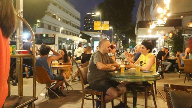 Bars and restaurants opening again in Tel Aviv #Israel pic.twitter.com/g8H2NyztUM