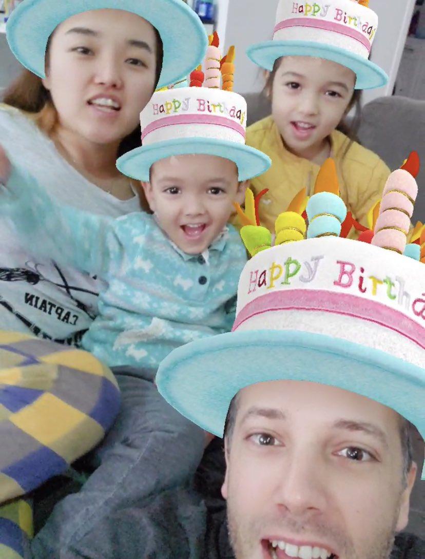 My Korean-Australian kids singing happy birthday to my Texan grandkid... #global pic.twitter.com/3WWEZDVkrm