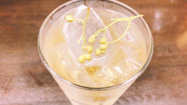 実山椒が出回ってきました  乾燥山椒はハイボールに入ってるのも見かけますね  生の実山椒をアク抜きしました  日本酒や肴の箸休めに実山椒ハイボール  初夏の香り  火曜からまた お待ちしております  #おおばたん  #池袋  #日本酒  #ハイボール  #実山椒pic.twitter.com/h6KbVAtULY