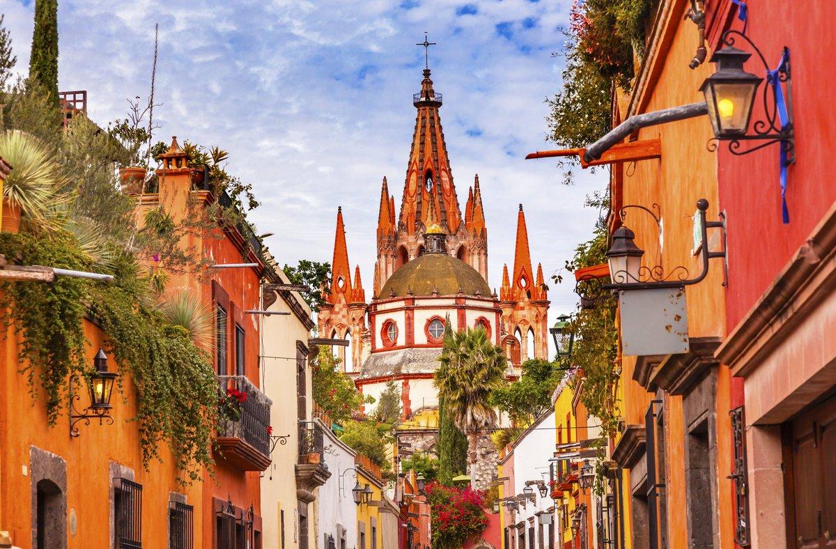 ¿Viajaría sola🤔, a dónde?  #Guanajuato, algo que ya está en planes, pero sin duda también iría sola, a sus #PueblosMágicos  en especial #SanMigueldeAllende me encanta #caminar y aquí me perdería en sus calles disfrutando de su #arquitectura #Cultura y #gastromía.  @EAreyzaga
