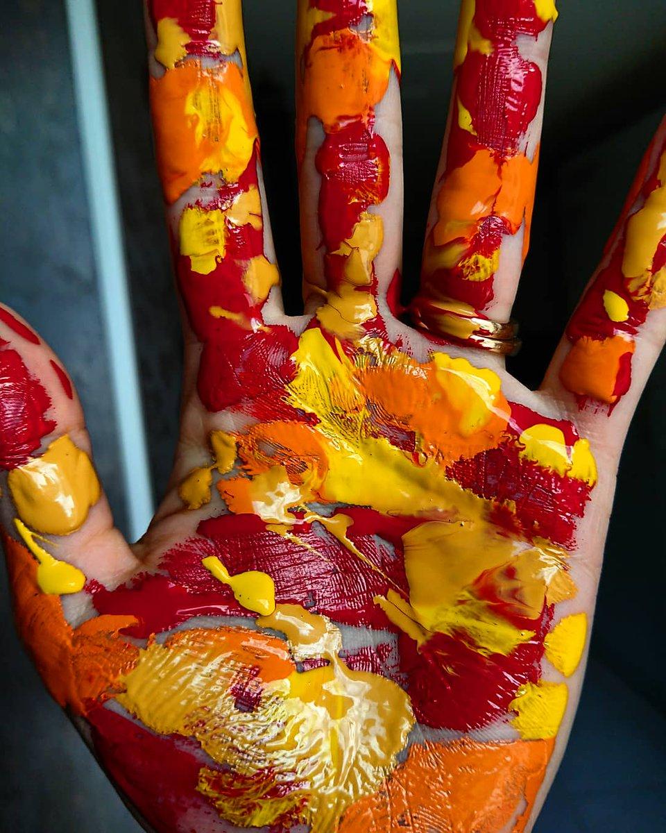 Give me five!  My hands are clean, I promise.. . #artinprogress #highfive #givemefive #washyourhands #colors #lifefulloflove #lifefullofcolors #polishgirl #polskadziewczyna #art  #instagood #familytime #artwork #love #staysafe #handmade #happy #fun #painting #paintpic.twitter.com/Gf0WGb9Yx8