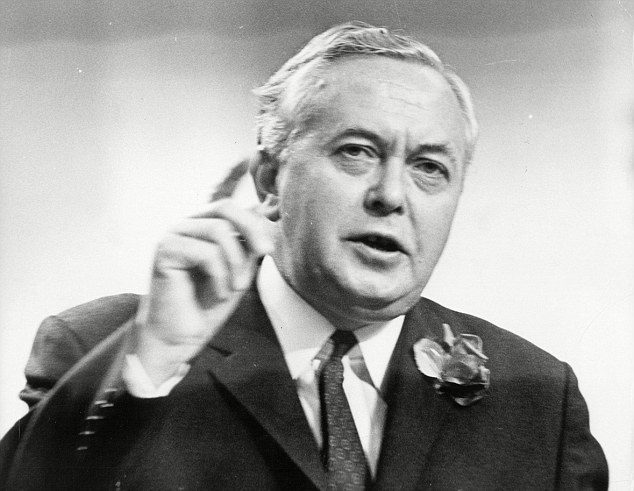 24 May 1995, Harold Wilson died. 3 times Prime Minister, a man of great intellect, integrity and a political giant died. 25 years on and Britain is led by...….. twitter.com/DailyMirror/st…