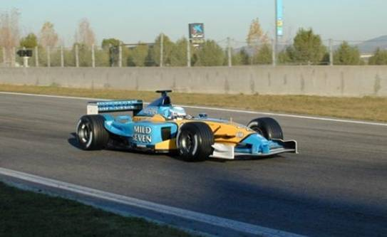 On 3 and 4 December Romain Dumas tested the R22 from  @RenaultF1Team . In 2002 Dumas was the Vice champion while Jaime Melo Junior was the champion in the F3000 that year. #F1 @RomainDumas #F1 #F1test #Formula1 https://t.co/DigaR3daLh