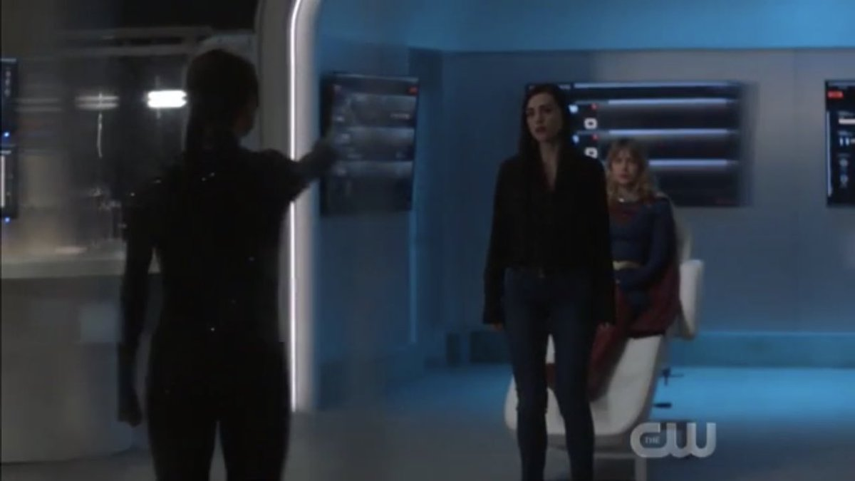"a man ""putting himself in danger"" is apparently enough groundwork for a relationship..... but lena just straight up putting her life on the line to save kara isn't acknowledged???? despite her doing the same, if not MORE, than the man did ???? U CANT MAKE THIS SHIT UP HUH"