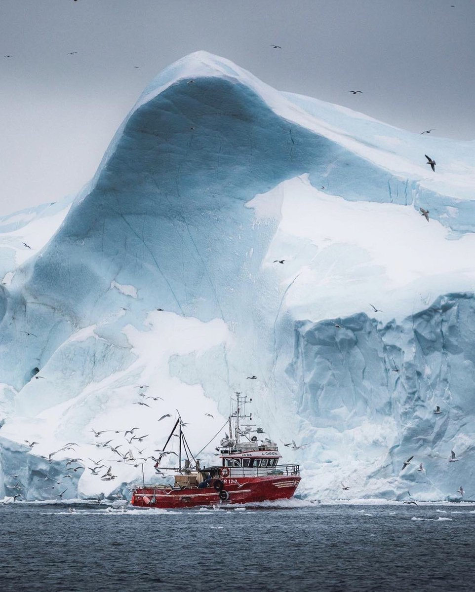 The towering icebergs of Greenland.<br>http://pic.twitter.com/UNDBfLpM2L