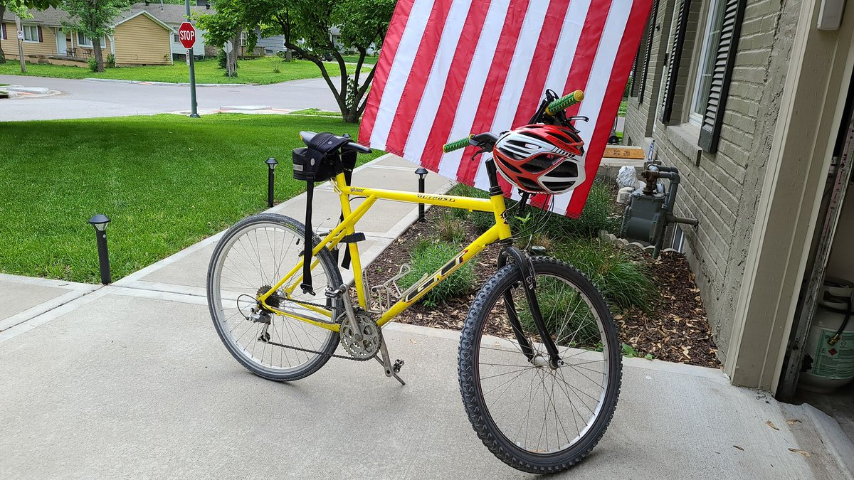 Not the same thing as a Peloton. 800Kcals later. #KCpelotonKrew<br>http://pic.twitter.com/V9Y0uHZAOq