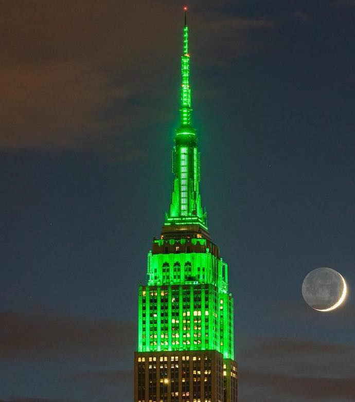 Celebrating Eid al-Fitr with an all-green heartbeat this evening!   : chiragupreti/IGpic.twitter.com/bZ781nRR6A