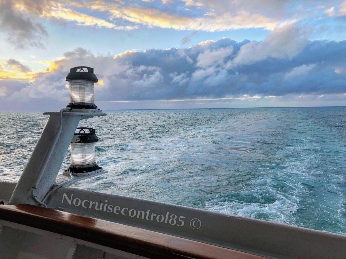 Wake views during sunset aboard the former @pandocruises Oriana  #pocruises #pandocruises #wakeviews #cruiseship pic.twitter.com/XQNJ9boJV2