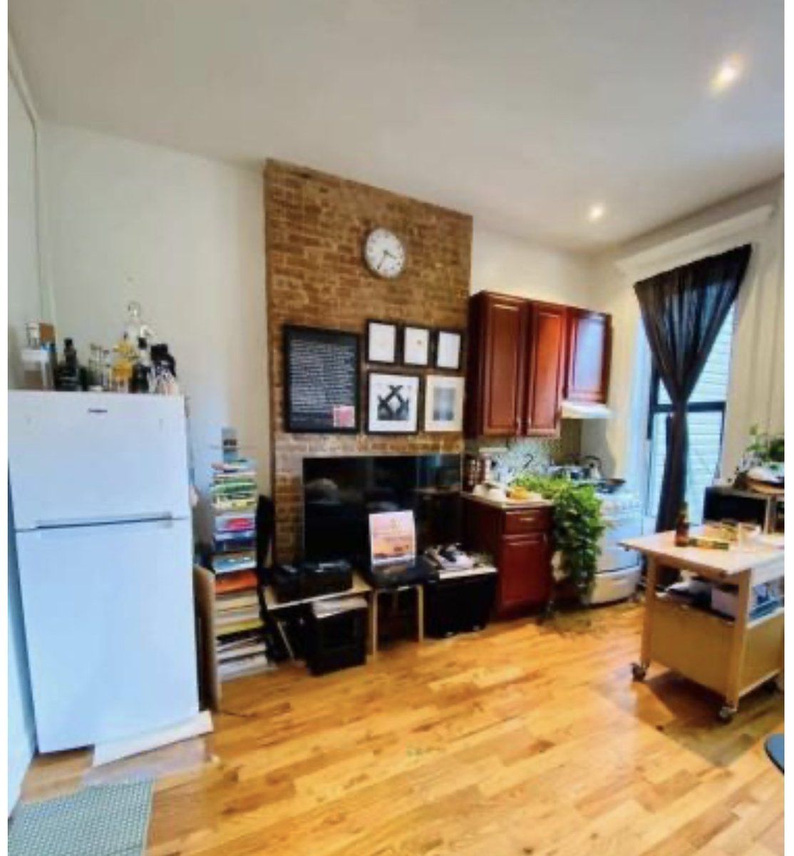 For 1700 you can live the good NY life like THIS!!  #gentrification pic.twitter.com/DgbTWGEtxv