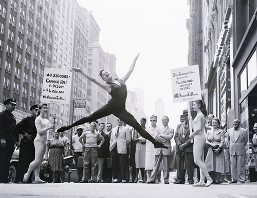 Yes, that is #ValerieHarper from #TheMaryTylerMooreShow and #Rhoda at age 15 in front of Carnegie Hall<br>http://pic.twitter.com/Vy6UxPfSxa