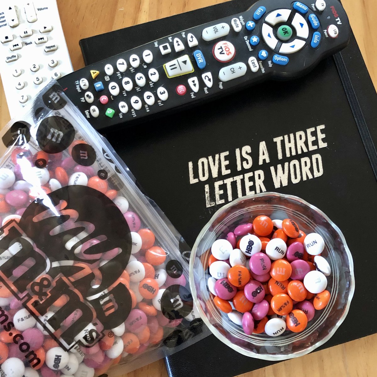 Who is ready to watch the season finale of #RUNHBO? It's happening in less than 3 hours! Thanks to @HBO, I've got my yummy snacks at the ready & a cool journal to write down my feelings post-show. #HBO #LetsDoThis pic.twitter.com/jAHo1B035Z