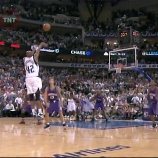Jerry Stackhouse beats the 3rd quarter horn for the @dallasmavs! #NBATogetherLive https://t.co/m43EqOoOAY