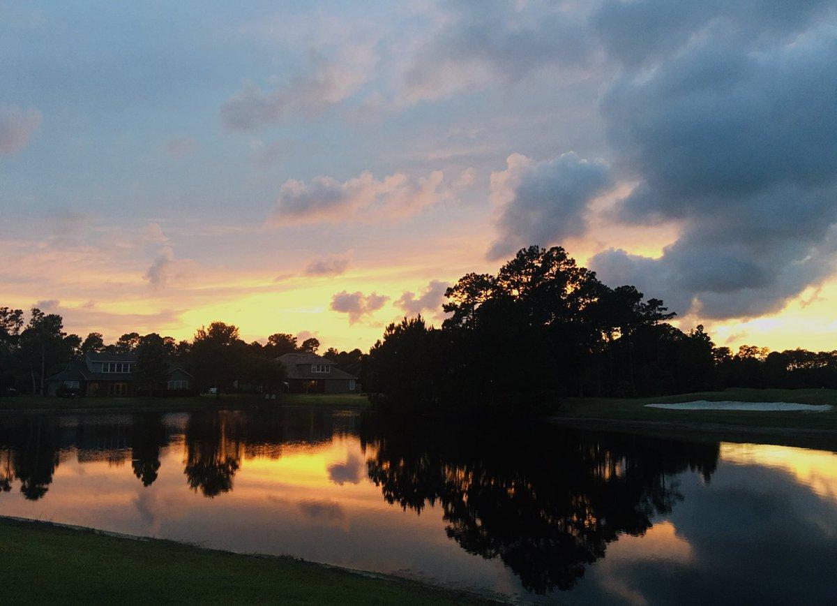 Memorial Day weekend sunset 🌅 #battleofthesunsets @BrentASJax https://t.co/njEa2Wuvfg