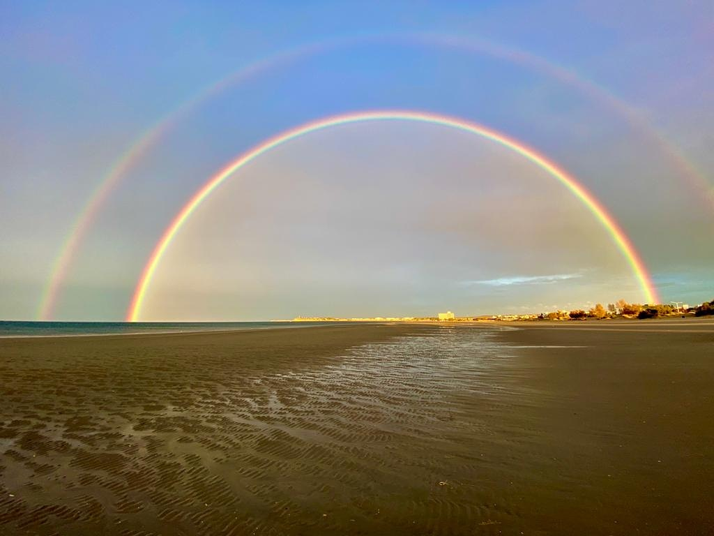 Arco Iris sobre la playa de #Madryn #Chubut domingo por la tarde... @maxijonas https://t.co/NkMzooUAbc