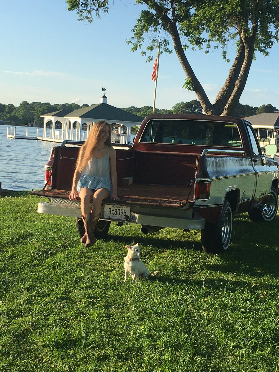 Sneak peak of Chelsey's SENIOR pictures by Kelly Whitworth Photography. Truck was once owned by THE George Jones!  #seniors2021 #jchspic.twitter.com/zudaKbumaF
