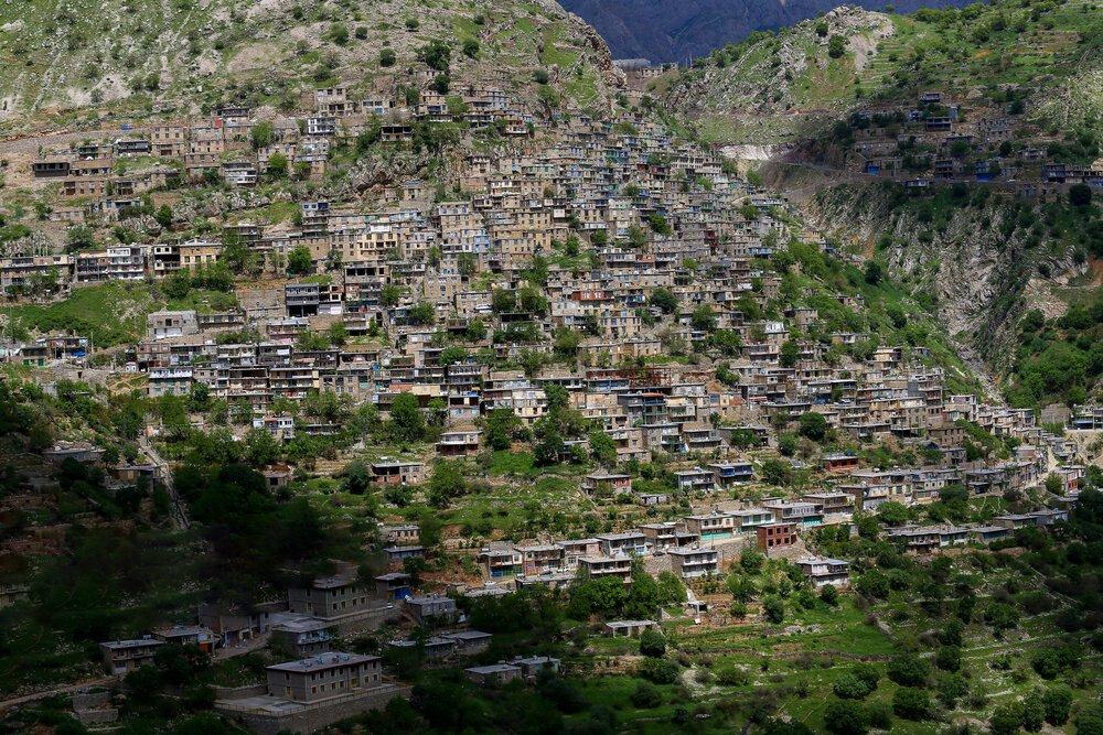 A Hawramani takht type village along the Sirwan river near Paveh city, Kordestan province, Iran.  Pouria Pakizeh | ISNA <br>http://pic.twitter.com/IuKzSoRKP4