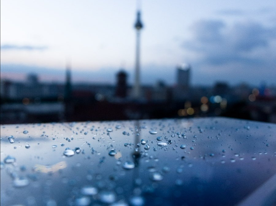 After The Rain | Berlin  #berlin #streetphotography #regenpic.twitter.com/uaVI6pFd7H