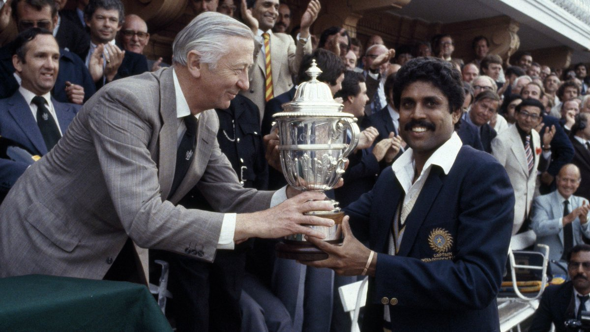This was one picture which gave birth to hopes for the next generations of Indian Cricket & stood as an inspiration for some great names like Sachin Tendulkar, Sourav Ganguly, Rahul Dravid, Anil Kumble, MS Dhoni, Zaheer Khan, Virat Kohli etc.  #37GloriousYearsFor83WC #31DaysToGo<br>http://pic.twitter.com/buuth0uz43