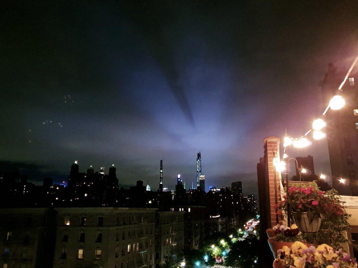 City lights. #NYC pic.twitter.com/TnMHP8lghe