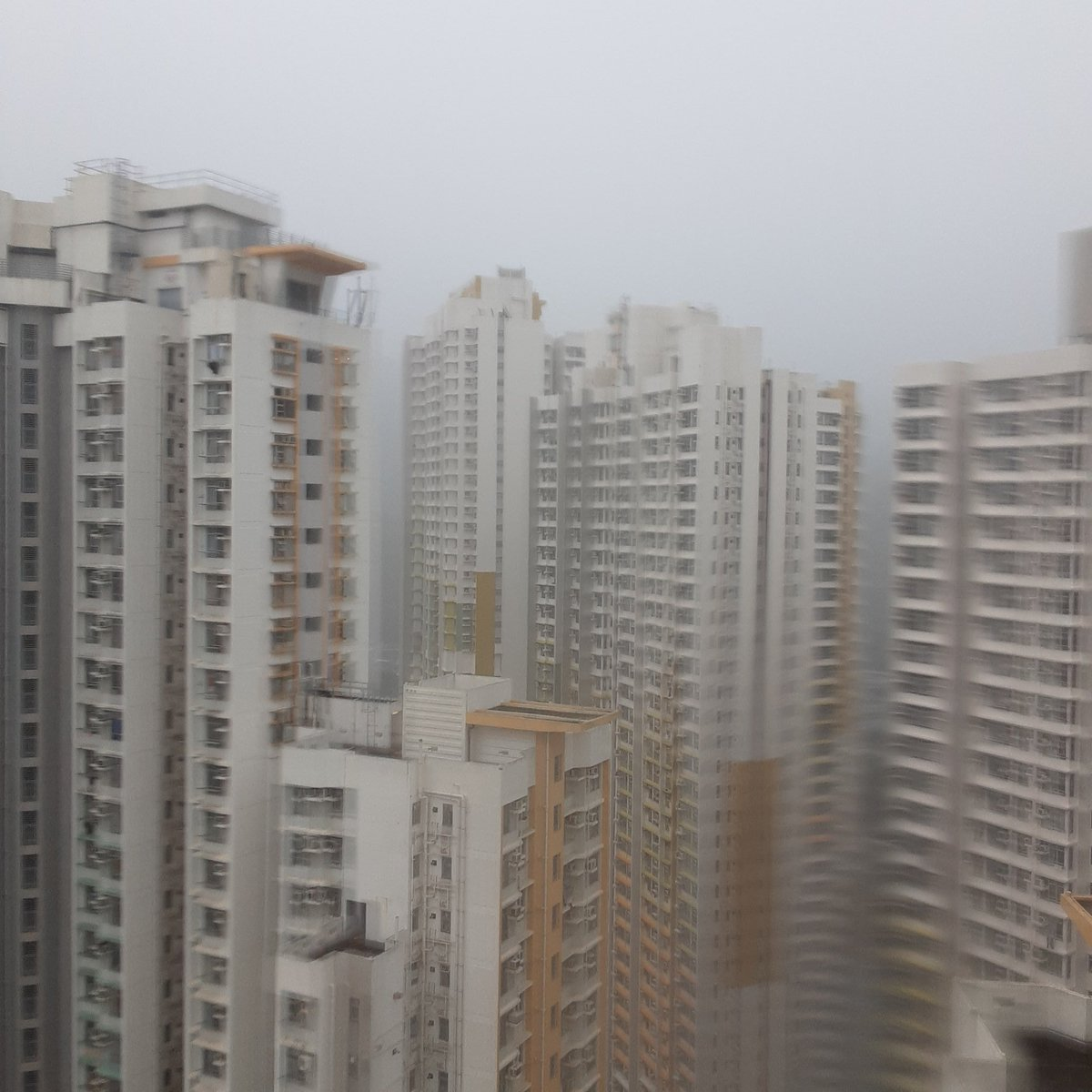 Another rainy day in Hong Kong<br>http://pic.twitter.com/2MkRReTHc1