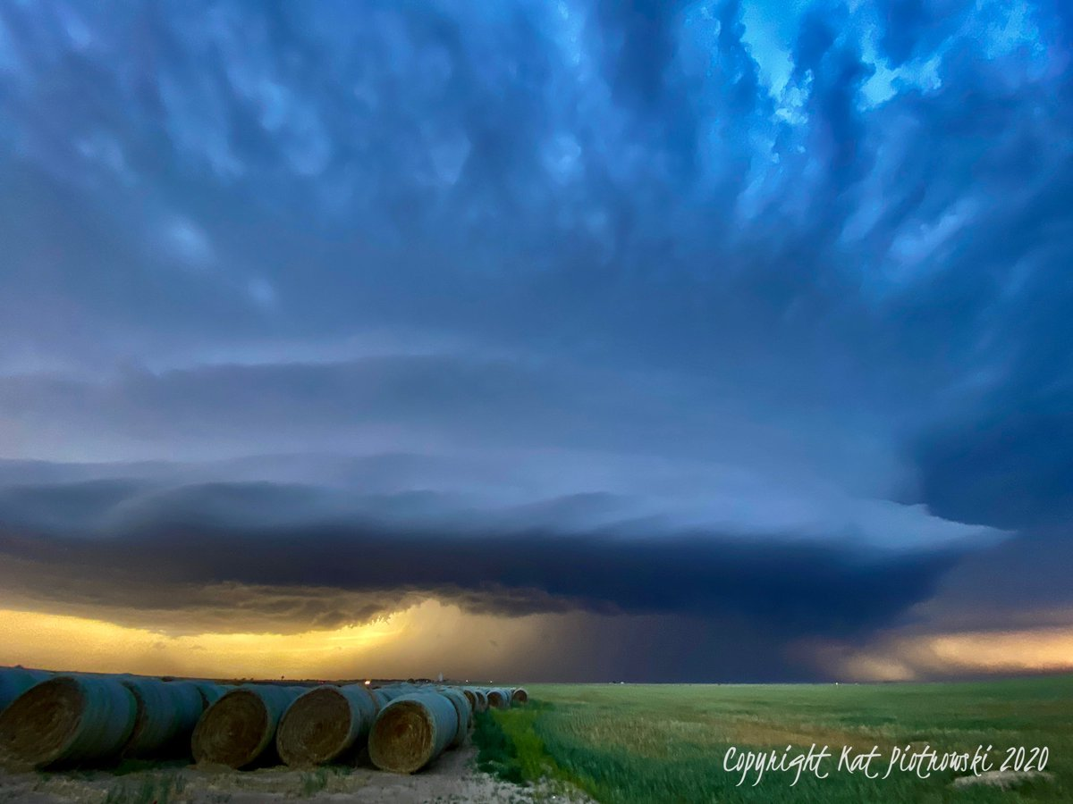 The supercell that came out of southeast Colorado was the grand finale of 4 days of chasing. The inflow to the storm from all directions was like a giant vacuum cleaner. #COWX #KSWX #Weather #Supercell #OKWX https://t.co/ieUwXXZtVj