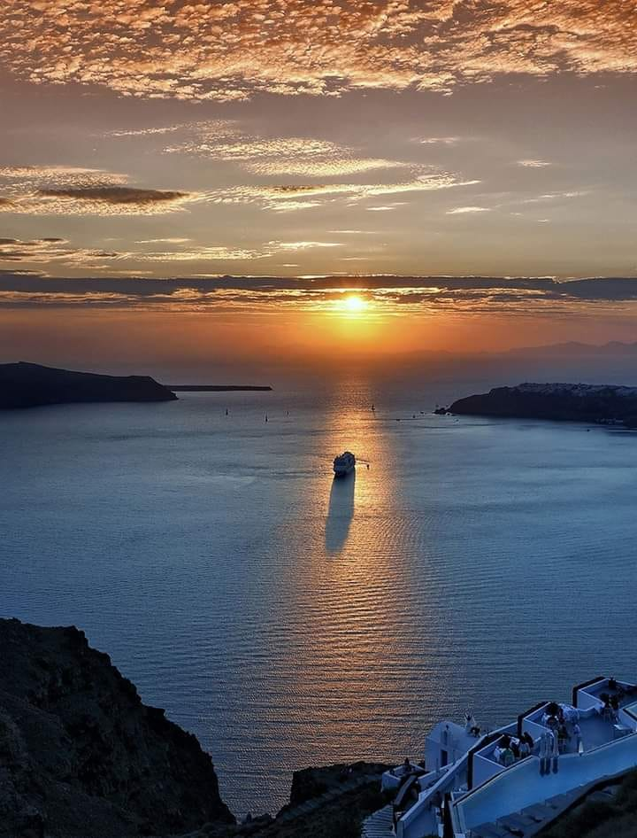 We wish you a happy week from #Greece! #greece2020 #Travel #vacations #Santorini #caldera #aegeanislandspic.twitter.com/tW6ZnH3sti