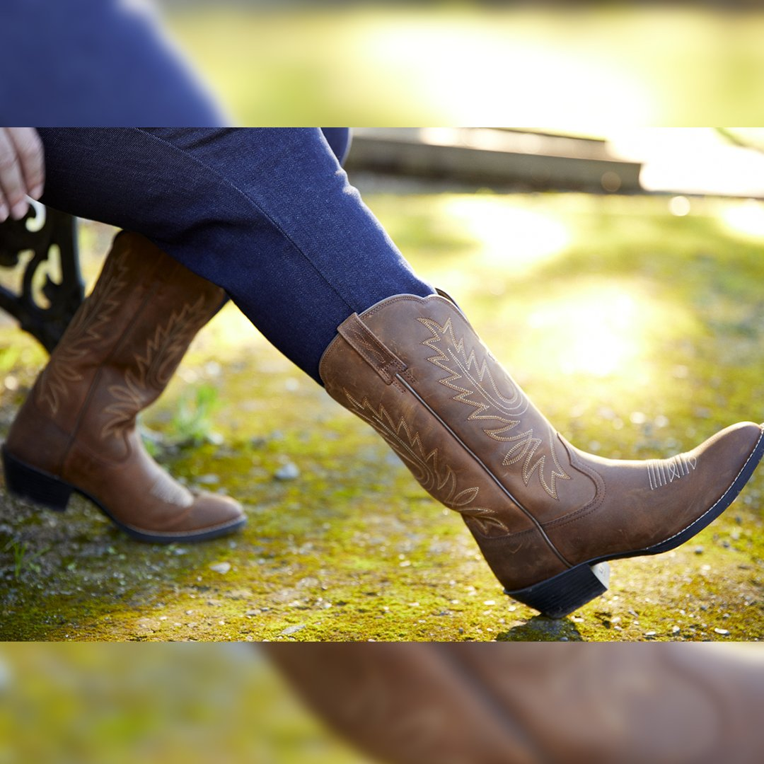 Ariat | Women's Heritage Western R Toe Distressed Brown #outbacktraders #outbacktradersaustralia #ariataus #ariataustralia #ariatboots #westernfashion #cowgirlboots #cowgirl #womenswesternwear   Shop: https://outbacktraders.com.au/pic.twitter.com/xZgILSUeRX