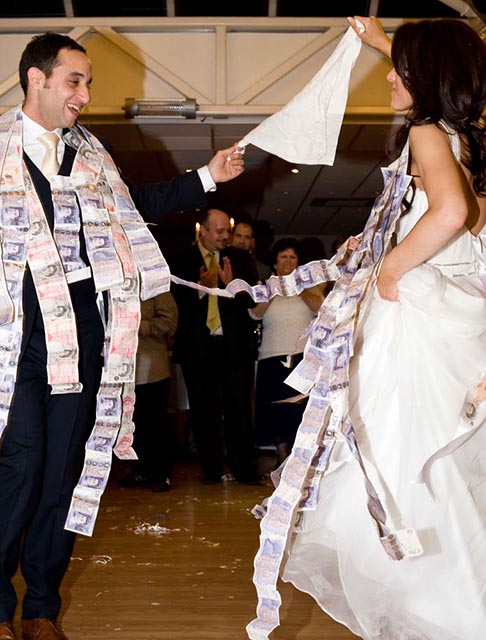 How to save upto £5000 on your wedding day  http:// rviv.ly/yxuYdh     #weddingtips<br>http://pic.twitter.com/4W2Mm1of8V