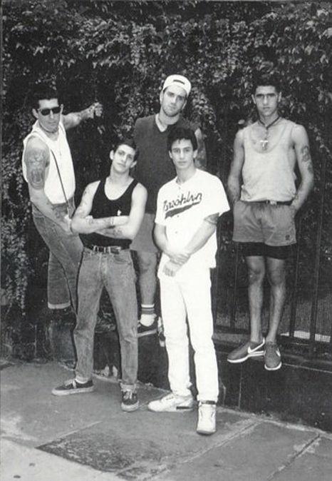 Warzone - hardcore punk band from New York, 1982–1997  #punk #punks #punkrock #hardcorepunk #warzone #history #punkhistory #historyofpunk #punkrockhistory pic.twitter.com/vOfbEeG8Si
