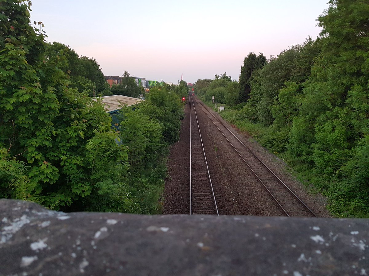 Early morning high-vis patrols carried out in the Nottinghamshire hotspot areas, to prevent cable thefts and trespass. @networkrail @EastMidRailway #Nightshift #CableTheft #YouVsTrain
