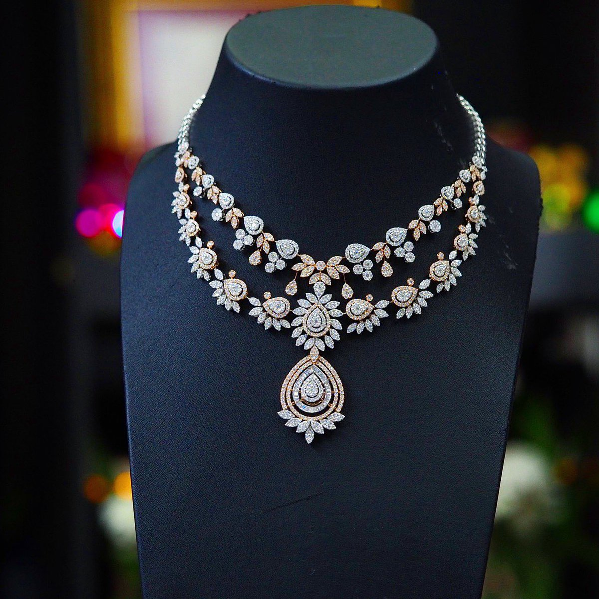 Diamond necklaces . #diamonds #diamondnecklaces#weddingnecklaces #illusion #luxuryjewelry #highjewelry #finejewelry #Petchchompoojewelry #เพชรชมพูจิวเวลรี่ #fashionjewelry #weddingring  #weddingband #chanellover #hermeslover #lvlover #hermesthailand #chanelthailand #lvthailand