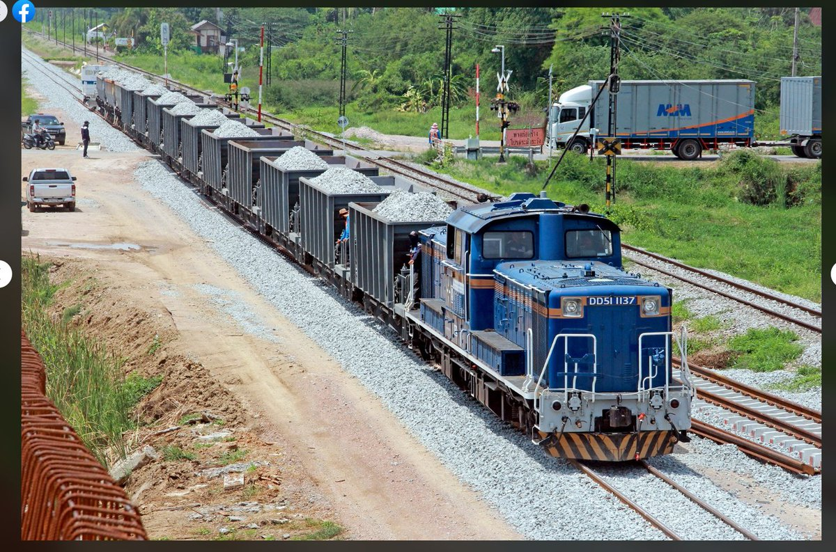 タイのDD51実際に走り始めたら,いよいよJR北海道の工臨列車にしか見えなくて草極端に長くも短くもないホキ10車+αというボリューム感も良きね