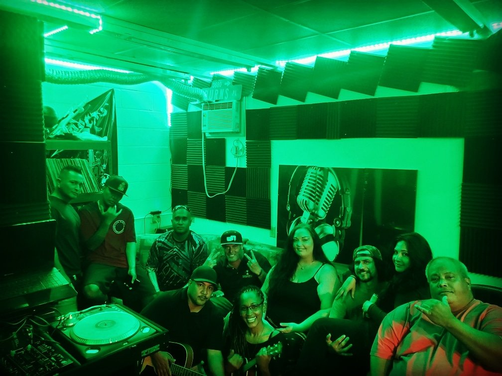 Foreela 18th business anniversary! Some peeps couldnt make it. But this was fun.  #musicadesdecaleta #Hawaii #musicstudio pic.twitter.com/8QS5UTDoZJ