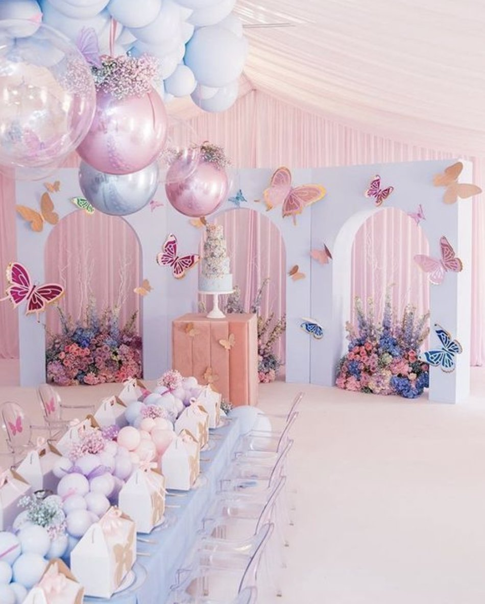 We're loving this fantastical themed birthday decor 🤩 📸: Holiday Party 247  #Giftologi #MyGiftologi #eventdecor #giftregistry #registry #birthday #wedding #babyshower #bridalshower #anniversary #funeral #outdooring #christening #baptism #partyideas #quarantine