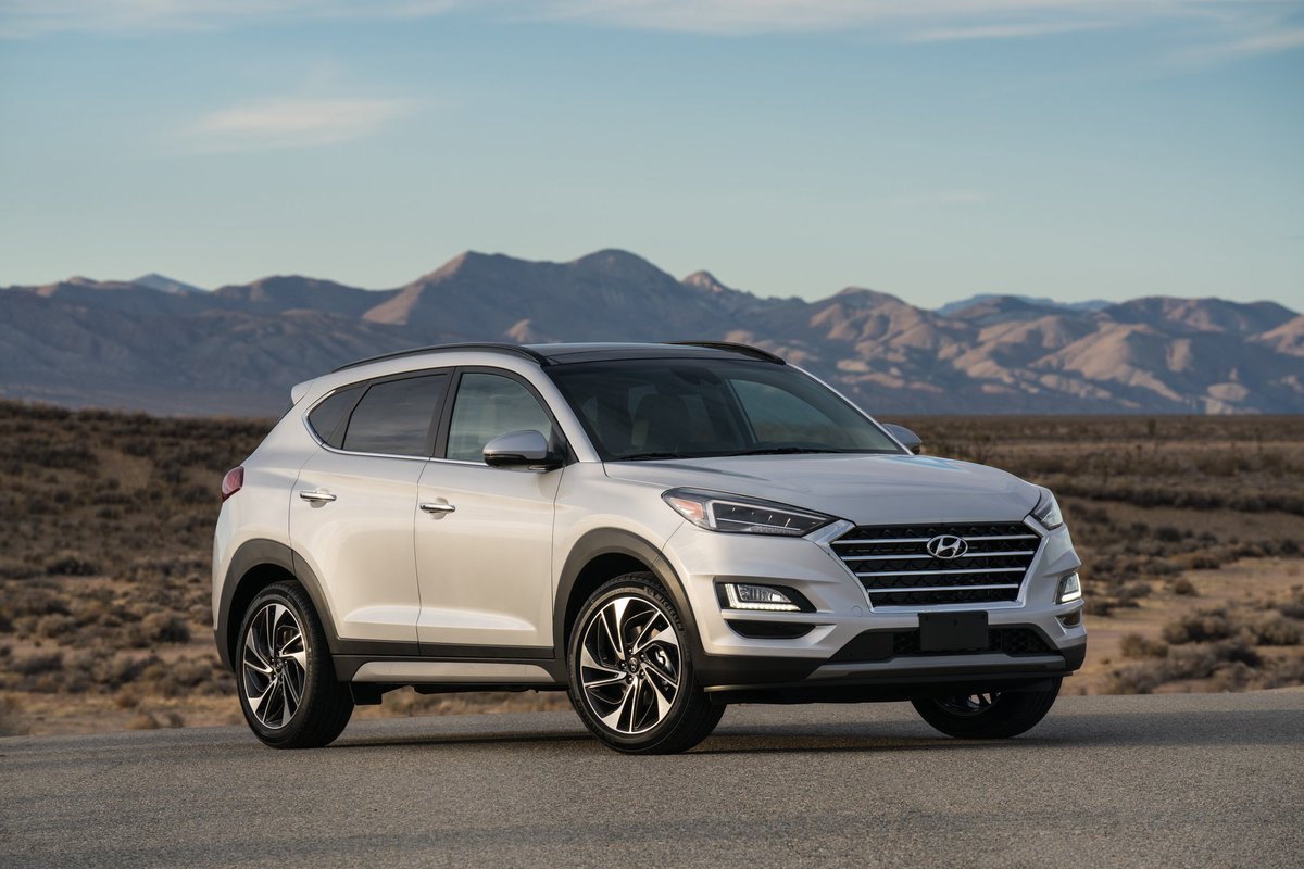The #Hyundai is ready to launch the facelift of Tucson after the National wide lockdown lifts, so what's new : The #Tucson facelift comes with some cosmetic changes in interior & Exterior New features & Technology The Facelifted Tucson will comes with Two engine options.pic.twitter.com/8LtSbumknK