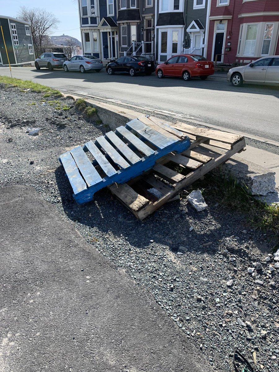 Couple wooden pallets out front of the building, free for the taking. No holds! #TakeEm https://t.co/Nq2TflhuGM
