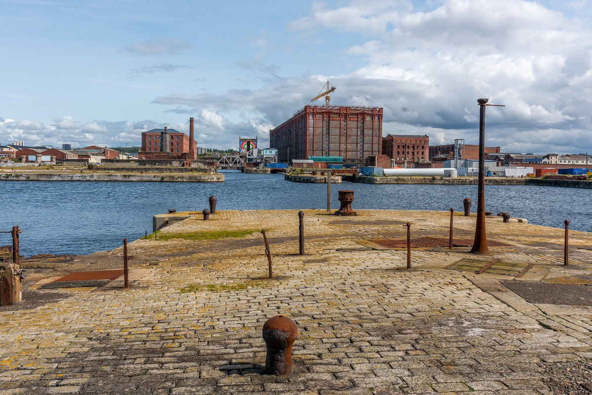 Salisbury and Collingwood Docks, #Liverpool. The tales this area could tell over the years. pic.twitter.com/AUrEFrDoLj