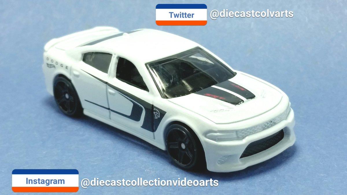Hot Wheels '15 Dodge Charger SRT. #diecastcolvarts #diecastcollectionvideoarts #hotwheels #diecast #toys #cars #Chrysler #Dodge #srt #hellcat #musclecar #performance #speed #Collectingpic.twitter.com/YL1z1gXGP5