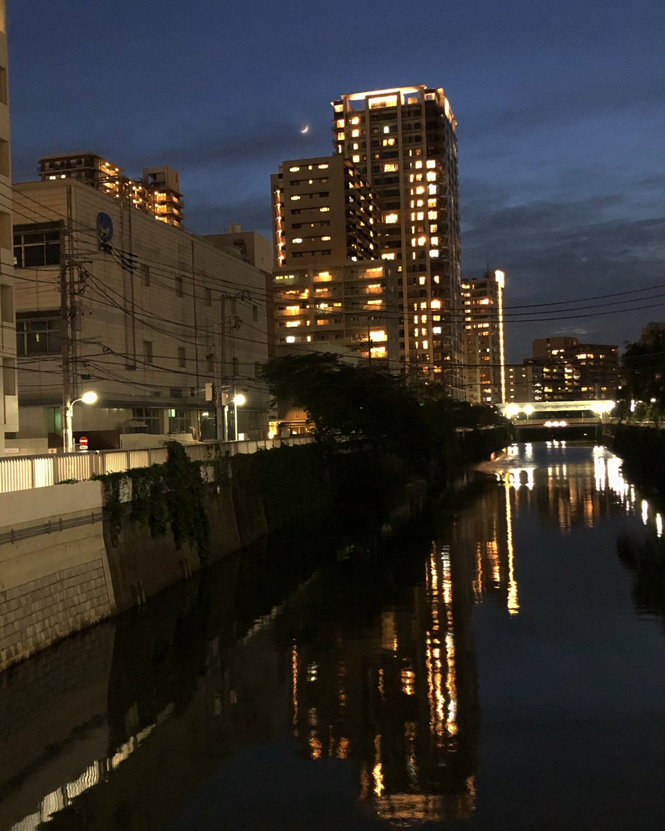 三日月 #tokyo #gotanda  #nishigotanda #meguroriver  #谷山橋 #三日月pic.twitter.com/Lr184C1njQ