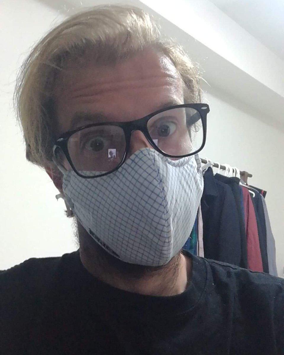 Masking for a friend... #Yokohama #Japan pic.twitter.com/lT2dg3kew8