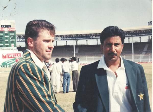 FAMOUS KARACHI TEST. WHERE ALL IT BEGAN ! MATCH-FIXING SAGA. Mark Taylor (left) and #SaleemMalik #PAKvAUS at National Stadium Karachi, 28 September 1994 before the Toss 👈