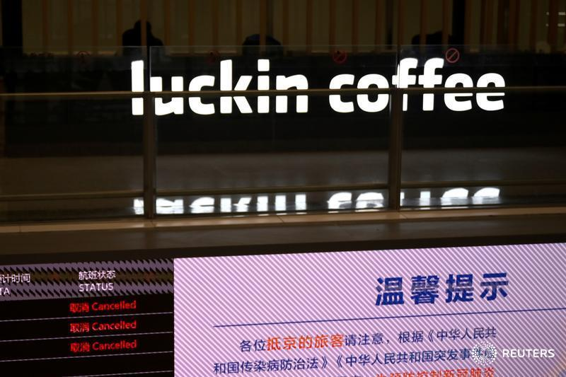 Luckin Coffee is getting booted off the Nasdaq for fraud. Its brand might be toxic, but it has assets and ideas that its competitors could buy or adapt, presenting a more formidable challenge to Starbucks, says @petesweeneypro: https://t.co/GpMa3hBgwV. https://t.co/3OYMRyXNKj