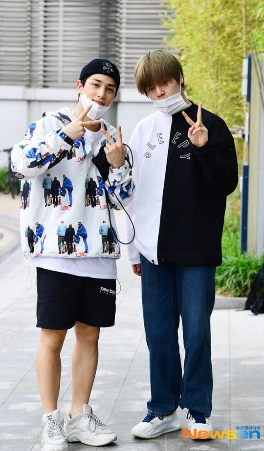 【PHOTO】イ・ハンギョル&ナム・ドヒョンのユニットH&D、ラジオの収録に参加…爽やかに登場(動画あり)