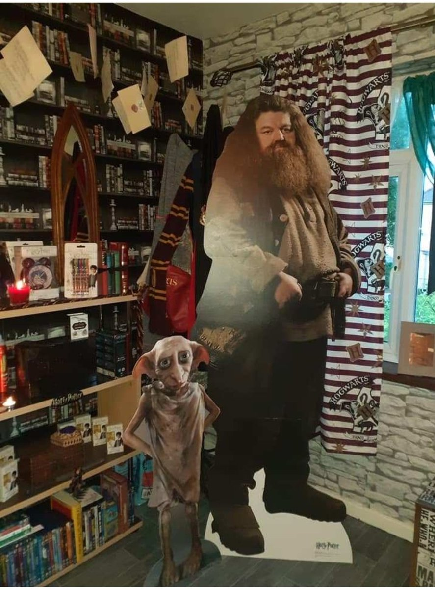 Mum shows off incredible Harry Potter-themed bedroom she made her daughter – and it even has a lifesize Hagrid.  #HarryPotter pic.twitter.com/wEF2DJgO9C