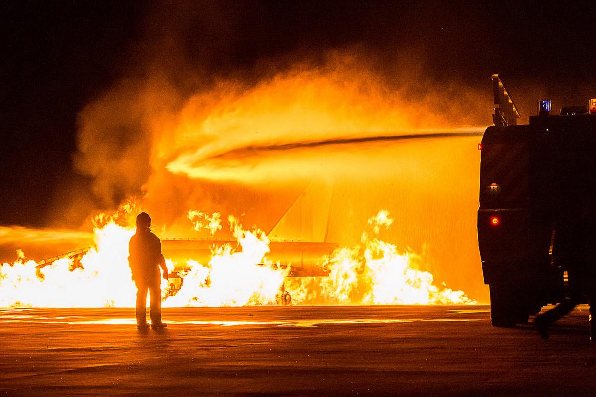 [#MondayMotivation ] [#Thread ] 1/ Vous avez toujours rêvé de devenir #pompier 🚒 ? Pourquoi pas dans l'@Armee_de_lair 😉? Postulez même sans diplôme sur https://t.co/X9CbOiQbCQ ou au CIRFA AIR ! https://t.co/jiPYWw1p0z https://t.co/I1UUP5Idoh