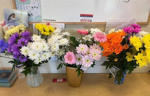 We know #MentalHealthAwarenessWeek finished y'day, but we've decided to start this week by celebrating kindness too.  #KindnessMatters  Thanks to the family of the #ExtraCare tenants who had flowers delivered to our staff.  Your gift brightened up our last week - very literally!pic.twitter.com/XXG2UPJakk